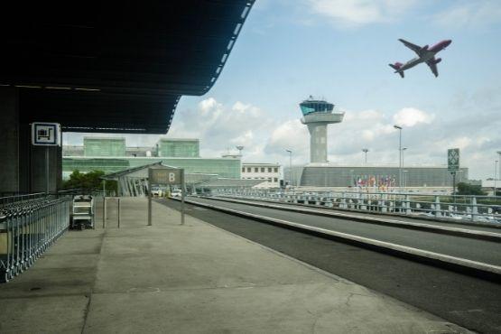 Navette taxi Ambares-et-Lagrave aeroport Bordeaux Merignac